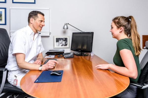 Orthopaedie-Bonn-Bandscheibenvorfall- Patientengespräch