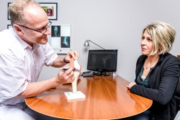 Orthopaedie-Bonn-Knie-Meniskus - Beratung - Patientin