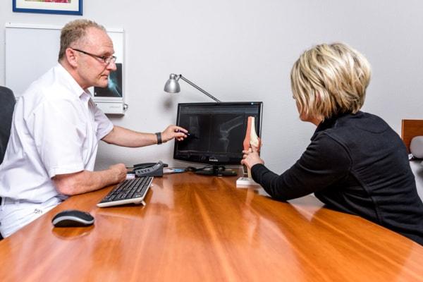 Orthopaedie-Bonn-Knie-Meniskus - Gespräch Patientin